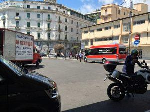 サレルノ駅前のロータリーとフレッチャリンクのバス