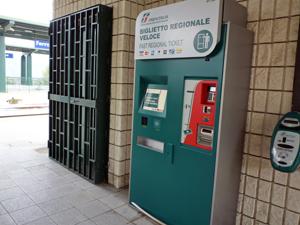 フェッランディーナ・ポマリコ・ミリオーニコ駅の券売機