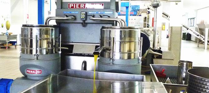 オリーブオイルの遠心分離機の連続法よる搾油