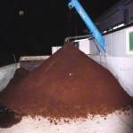 現代的連続法によってできたオリーブの搾りかす(サンサ)