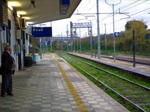 エボリ駅ホーム