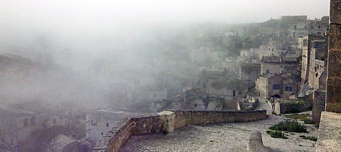 靄のかかったサッソカヴェオーゾ