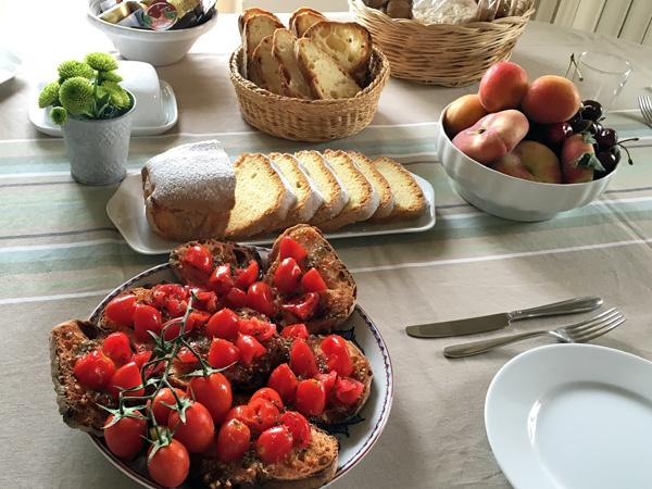 マテーラのパンのある朝食