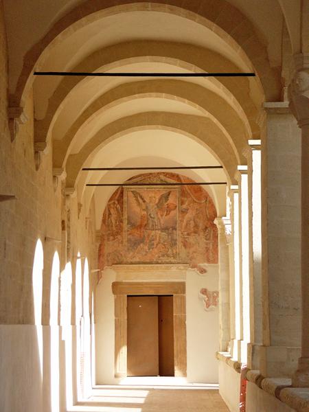 サンミケーレアルカンジェロ大修道院回廊_モンテスカリオーゾ