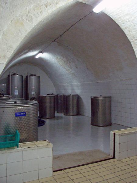 オリーブオイルの貯蔵庫