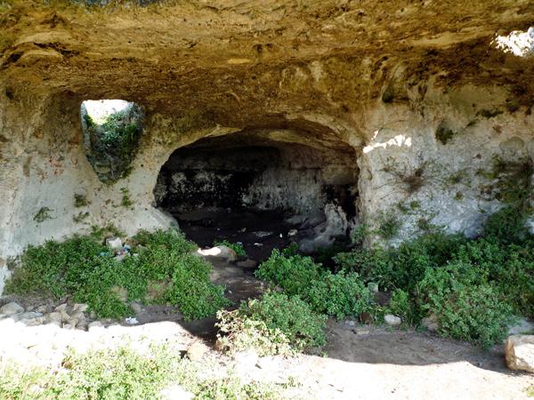 ムルジャ高原の洞窟