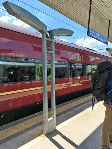 サレルノ駅に停車するイタロの列車