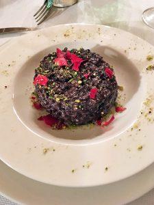 riso nero petali di rosa pistacchio