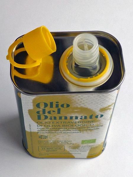 オリーブオイルの缶の開け方