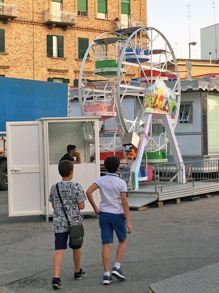 マテーラの移動遊園地観覧車