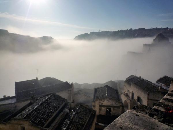靄の中のサッシ