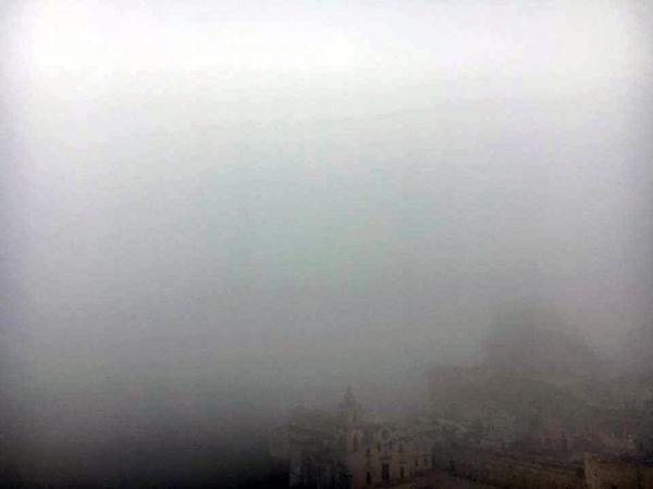 霧のサッシ